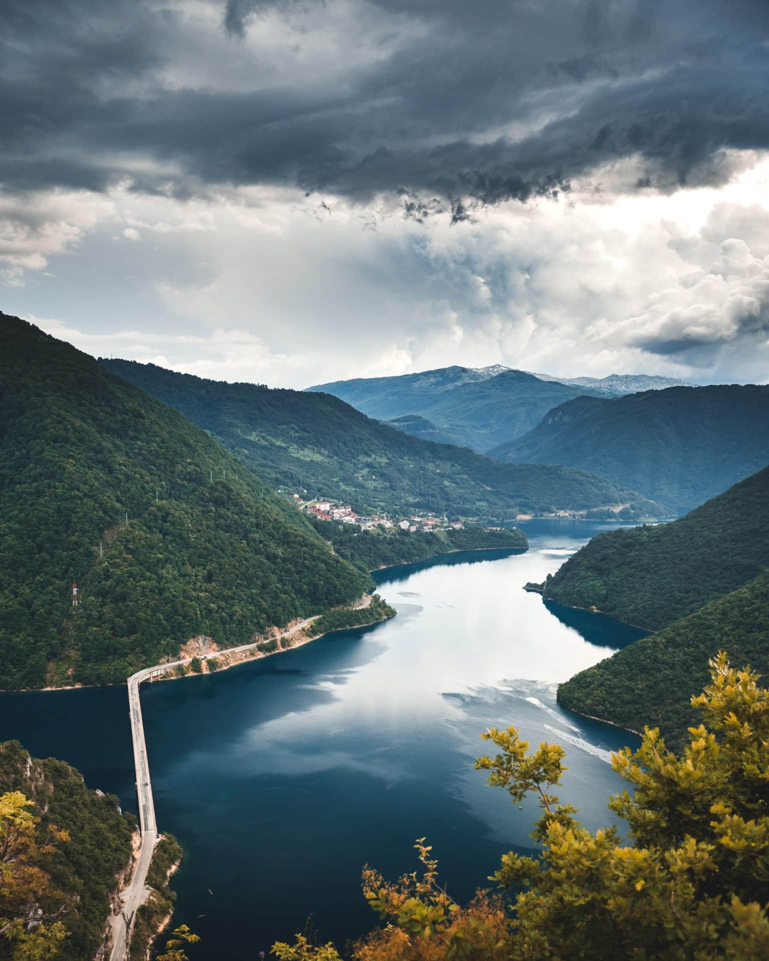 Pivso Jezero Montenegro Gewitter