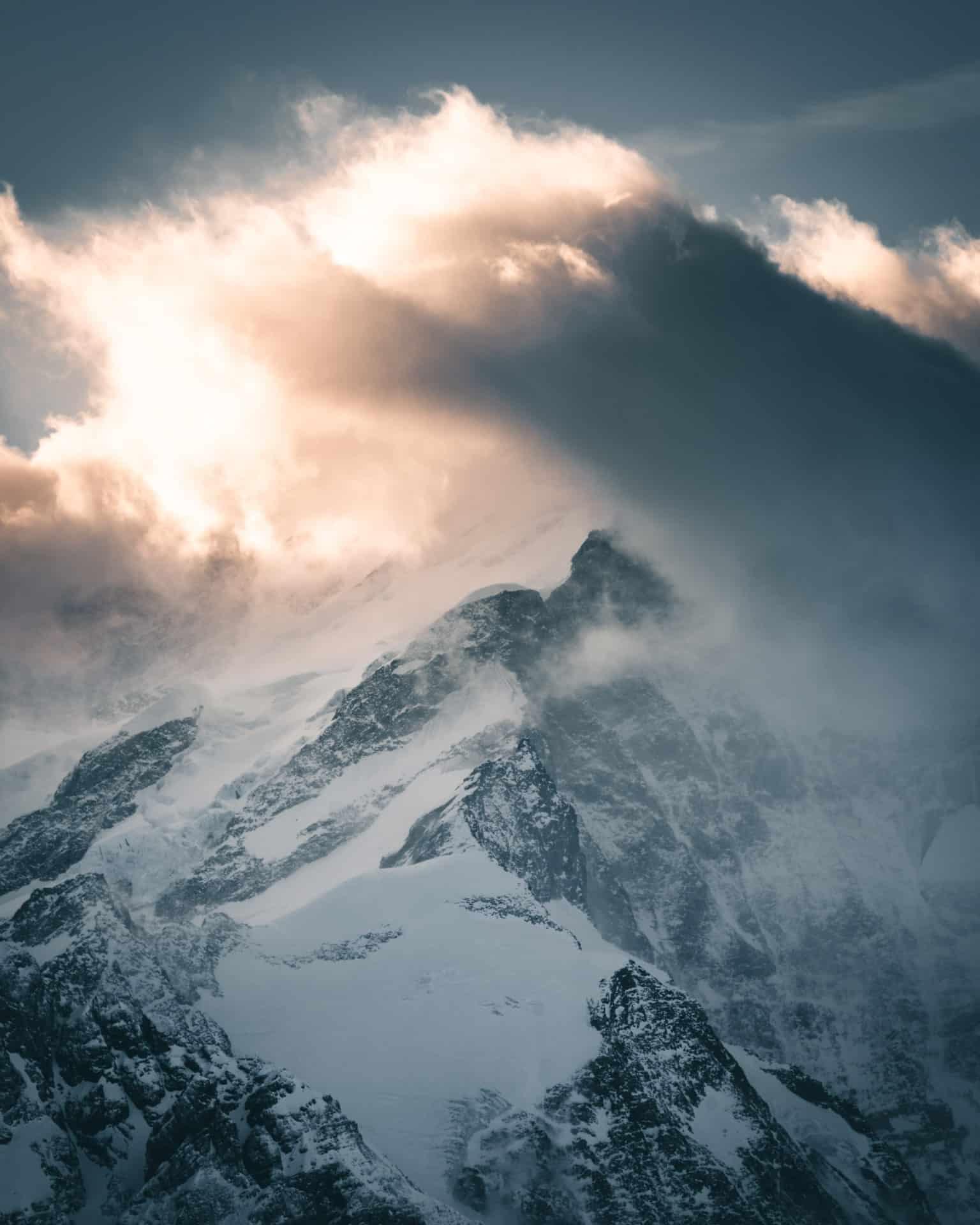 Berg Wolkenglühen